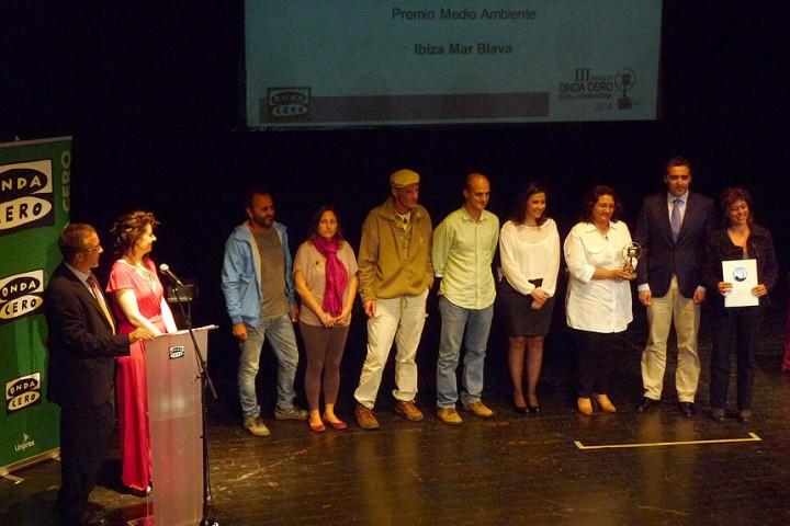 Entrega a la Alianza Mar Blava del premio Onda Cero categoria medio ambiente