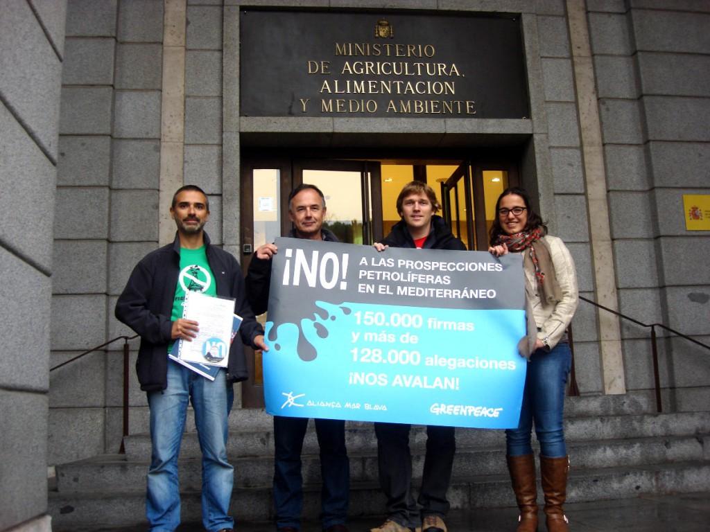 Entrega de firmas en el MAGRAMA - Alianza Mar Blava y Greenpeace