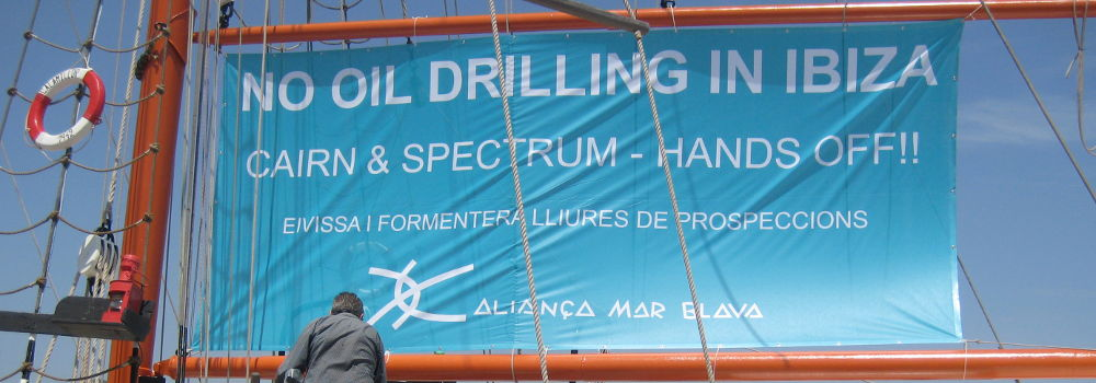 Pancarta-barco-No-oil-drilling-in-Ibiza