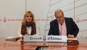 Marta Díaz y Vicent Torres presentaron las Medallas de Oro del Consell de Ibiza para 2016.