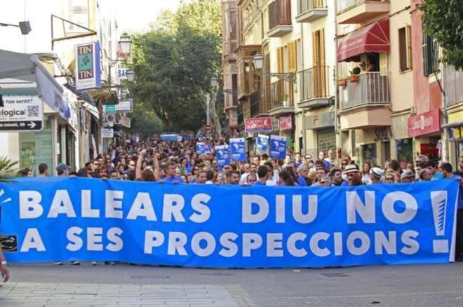 La marea azul recorriendo las calles del centro de Palma, en 2014